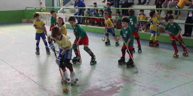 El pabellón de A Magdalena acoge una competición de hockey